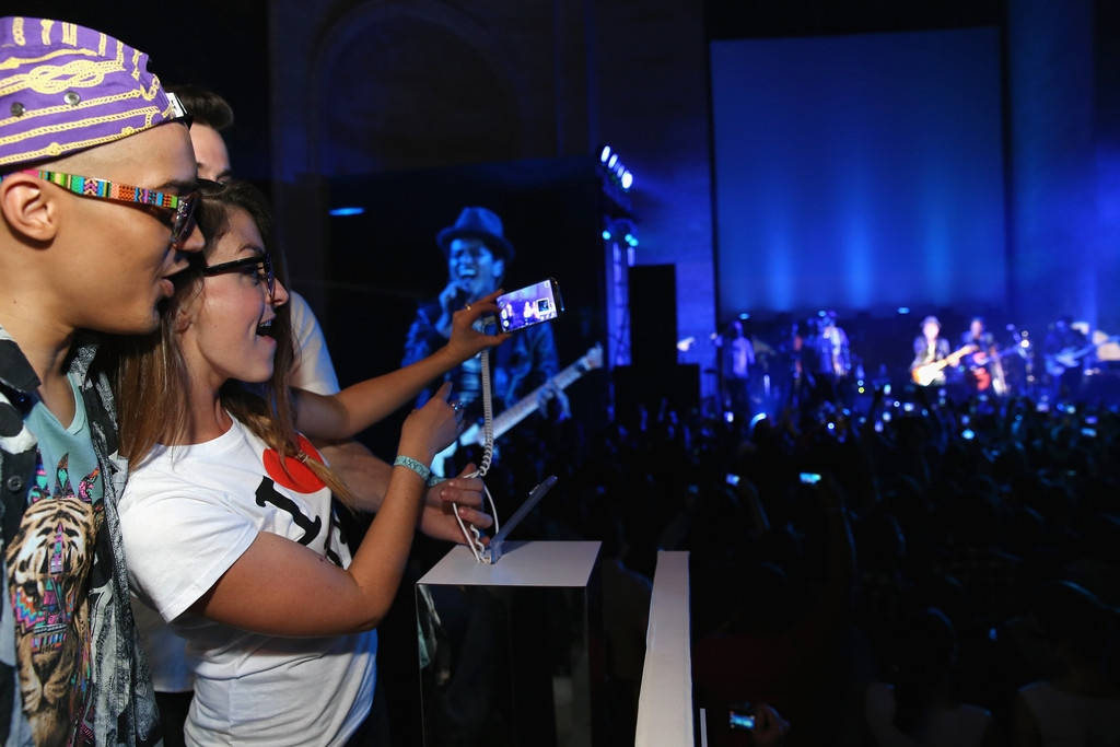 Bruno Mars Performs at NYC Best Buy Event 39005