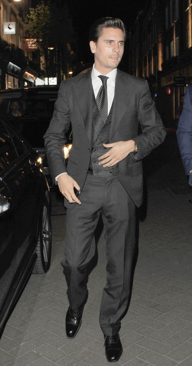 Scott Disick Suits Up in London 39099