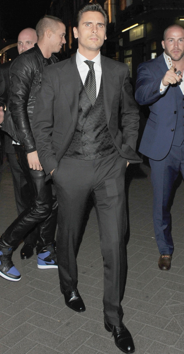 Scott Disick Suits Up in London 39100