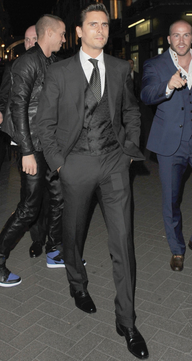 Scott Disick Suits Up in London 39115