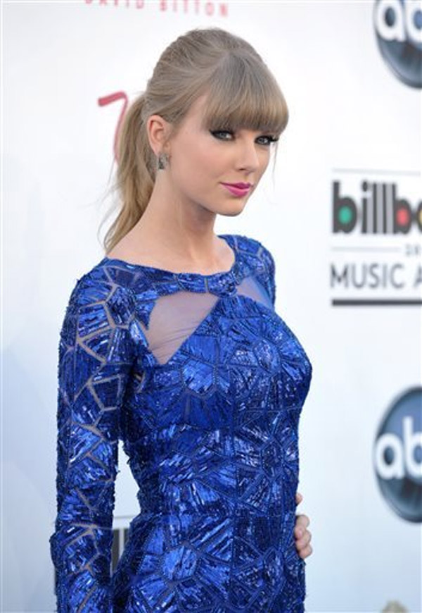 Taylor Swift arrives at the Billboard Music Awards at the MGM Grand Garden Arena on Sunday, May 19, 2013 in Las Vegas 39682