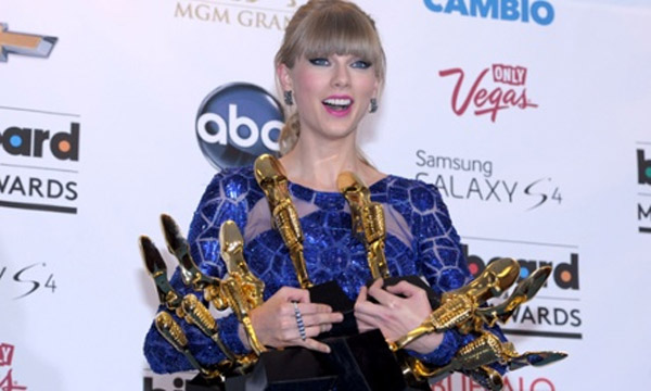 Taylor Swift wins Billboard Award eight 39751