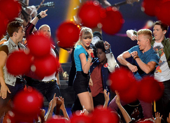 Taylor Swift dominates, plus complete list of winners 39788
