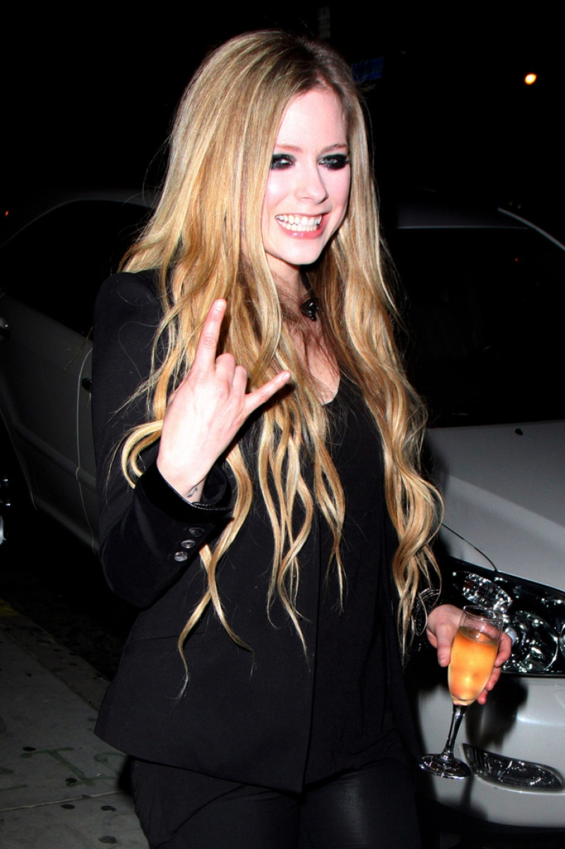 Avril Lavigne Likes a Little Wine with Her Big Cheese 39964