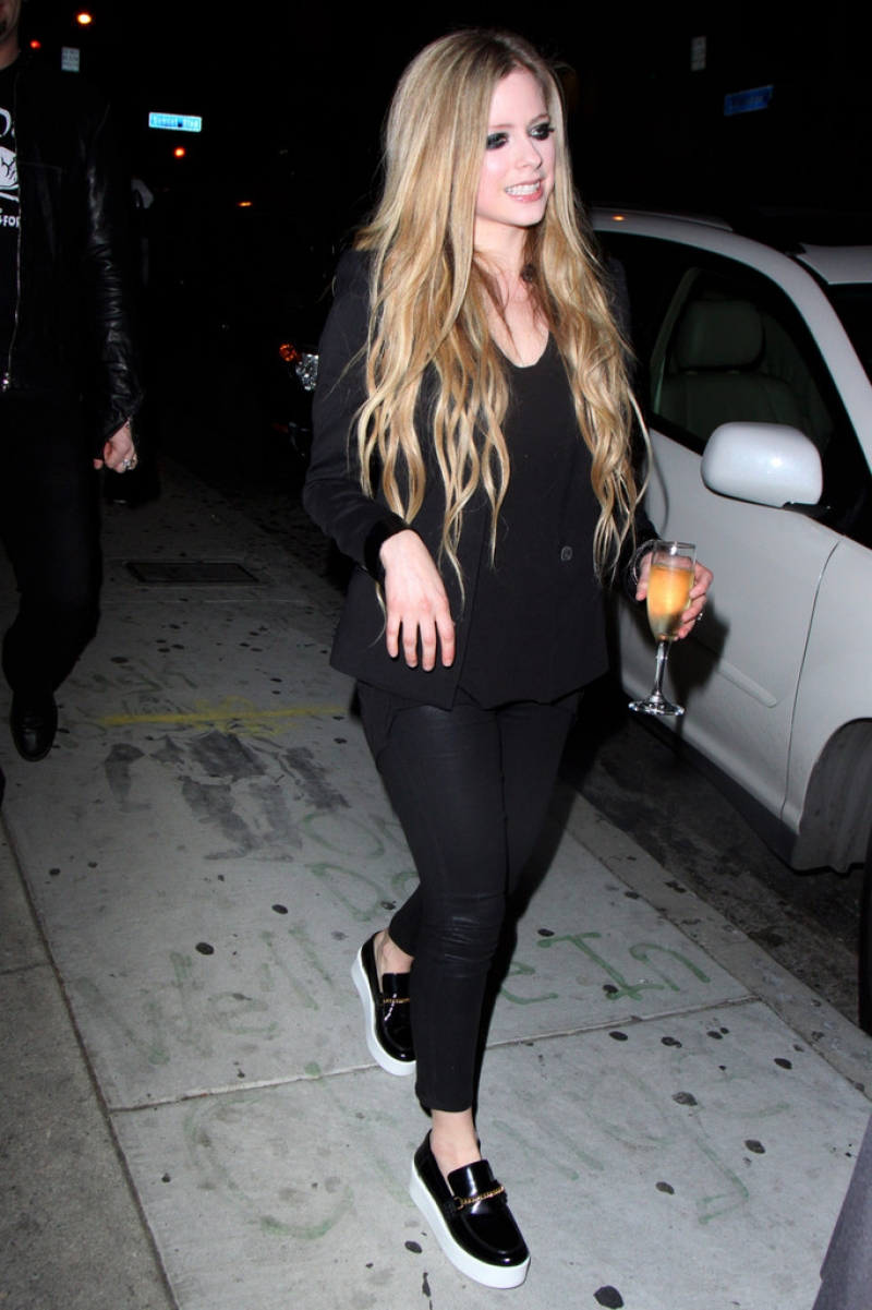 Avril Lavigne Likes a Little Wine with Her Big Cheese 39977