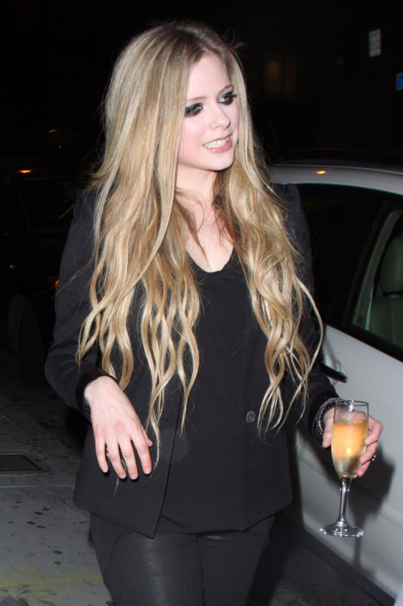 Avril Lavigne Likes a Little Wine with Her Big Cheese 39979