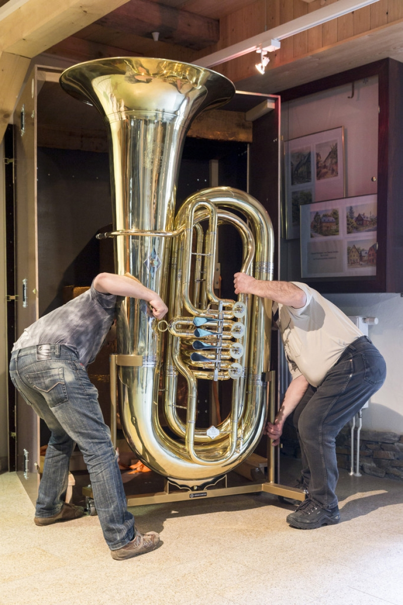 World's Largest Functional Tuba 40291