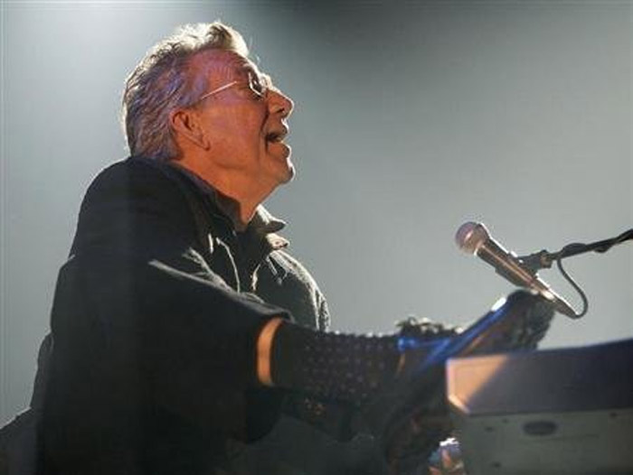Keyboardist Ray Manzarek of The Doors dies at age 74 40307