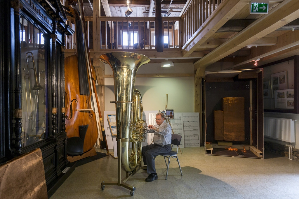 World's Largest Functional Tuba 40321