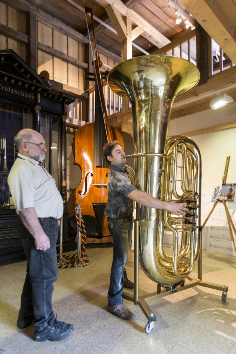 World's Largest Functional Tuba 40335