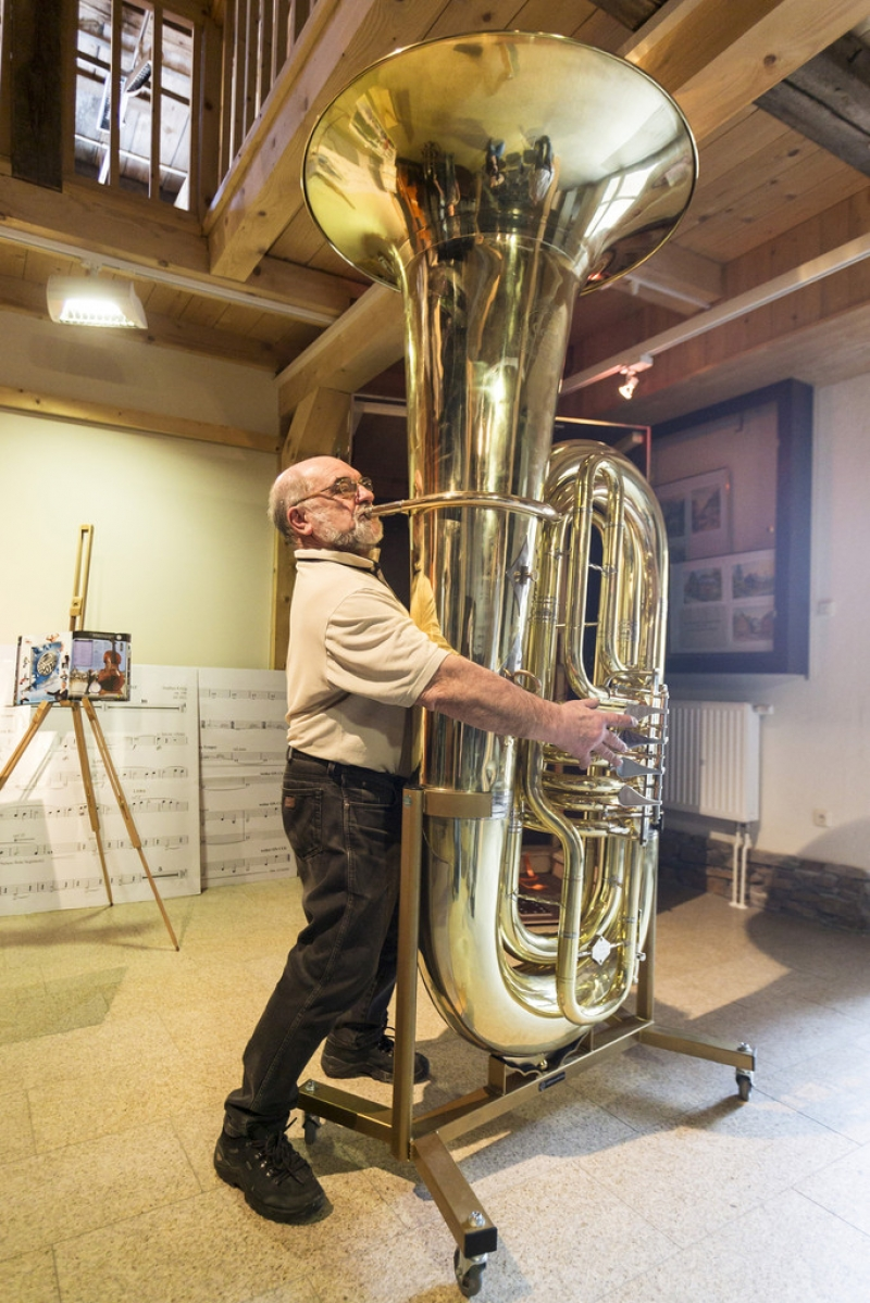 World's Largest Functional Tuba 40393