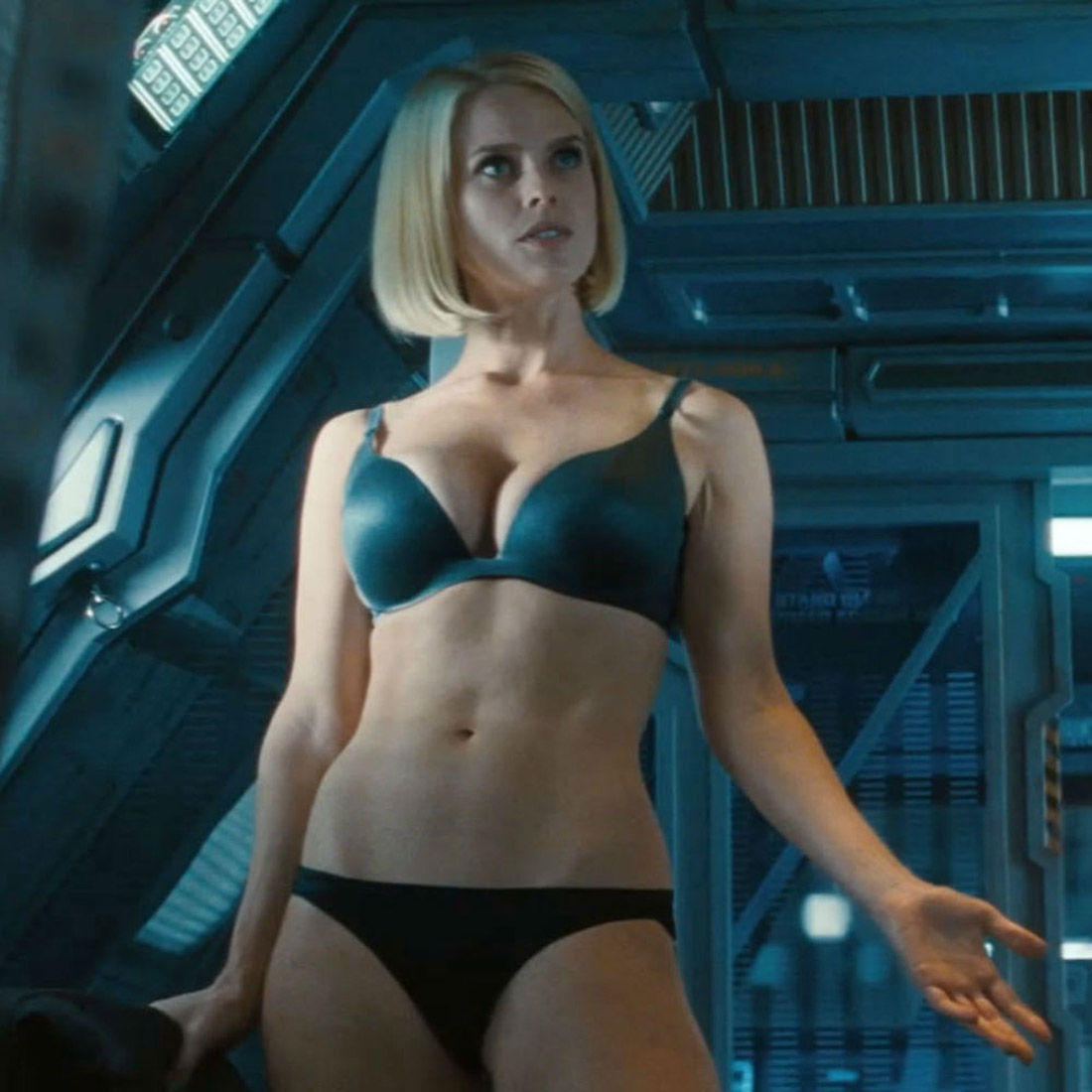 Star Trek in the dark can be a Hit But Writer apologizes for underwear scene Alice Eve 41319