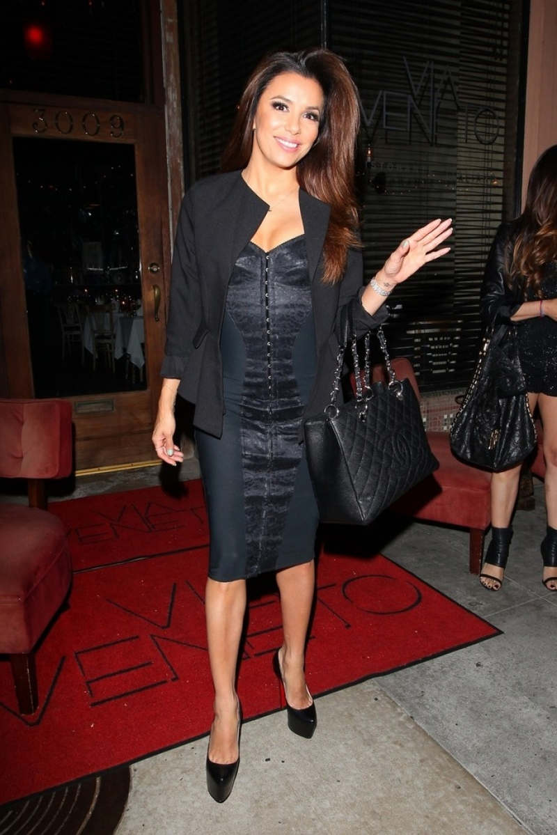 Eva Longoria Gets Dinner in Santa Monica 41891