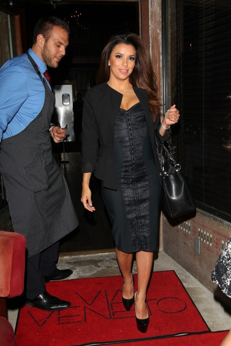 Eva Longoria Gets Dinner in Santa Monica 41899
