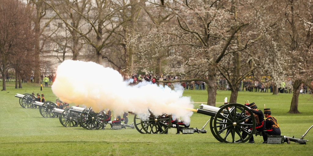 Gun Salute Marks the Queen's 87th Birthday 41908