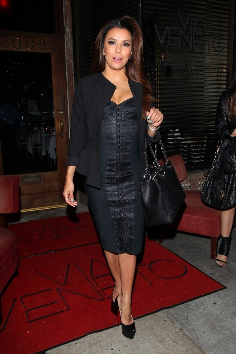 Eva Longoria Gets Dinner in Santa Monica 41917
