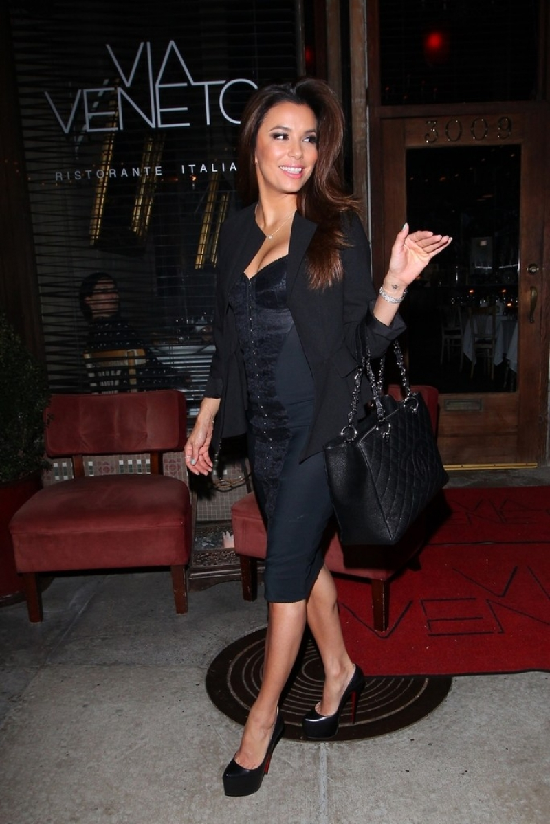 Eva Longoria Gets Dinner in Santa Monica 41919