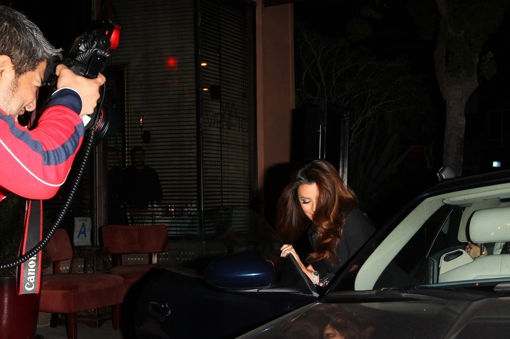 Eva Longoria Gets Dinner in Santa Monica 41942