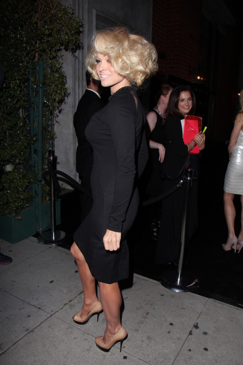 Pamela Anderson Enjoys a Night Out in NYC 42158
