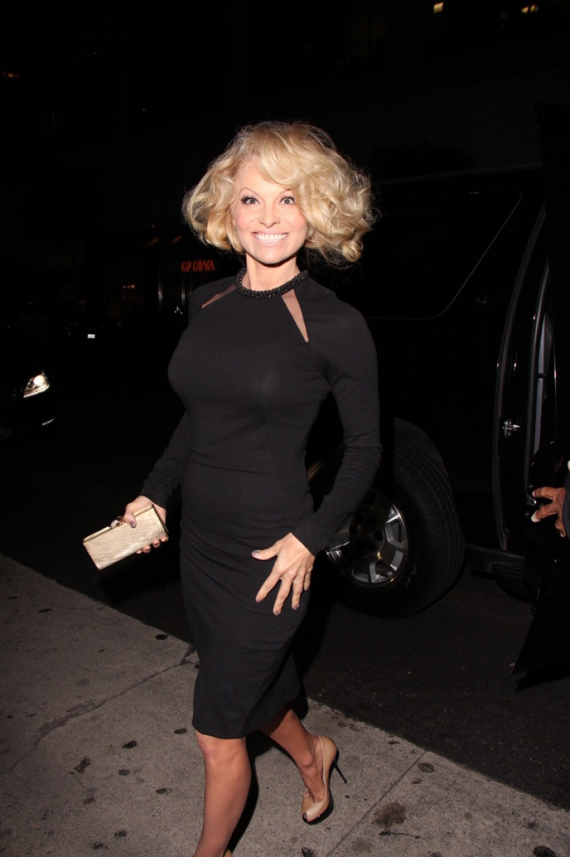 Pamela Anderson Enjoys a Night Out in NYC 42165