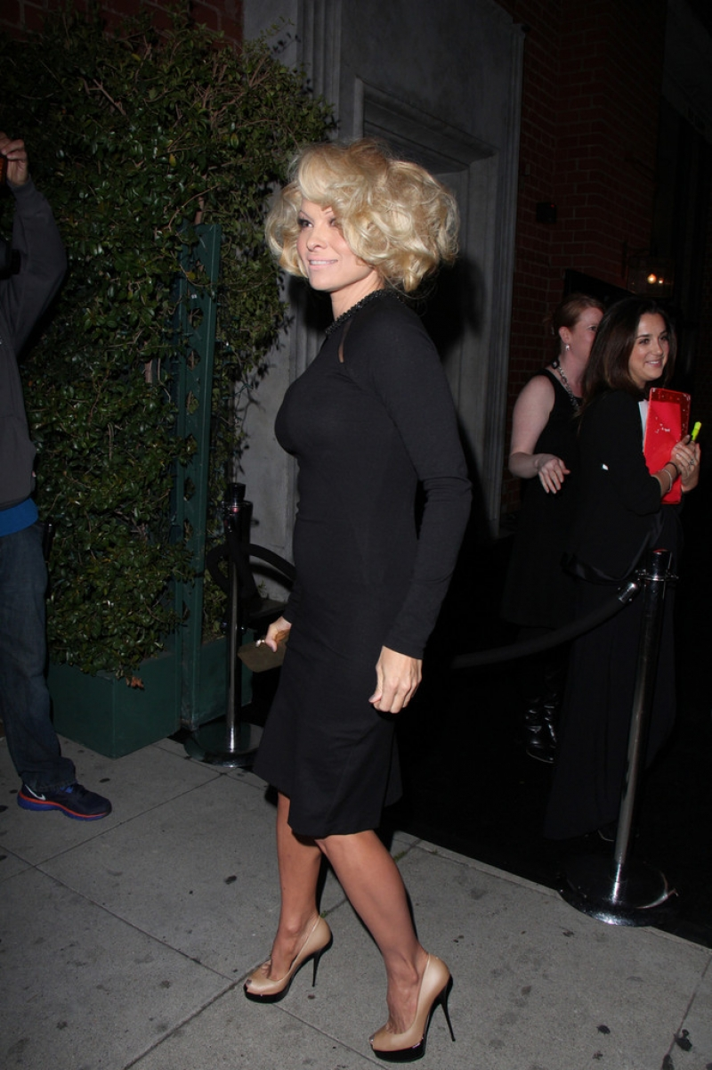 Pamela Anderson Enjoys a Night Out in NYC 42185
