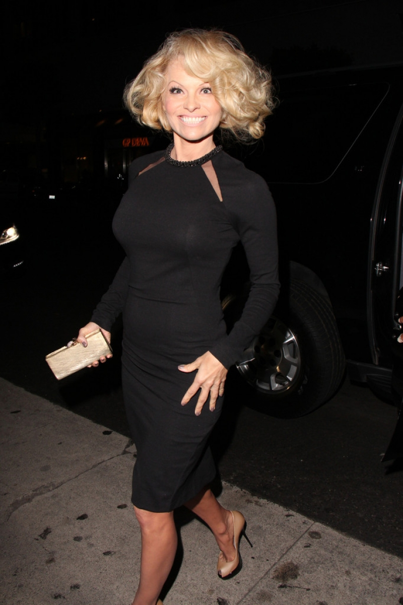 Pamela Anderson Enjoys a Night Out in NYC 42237