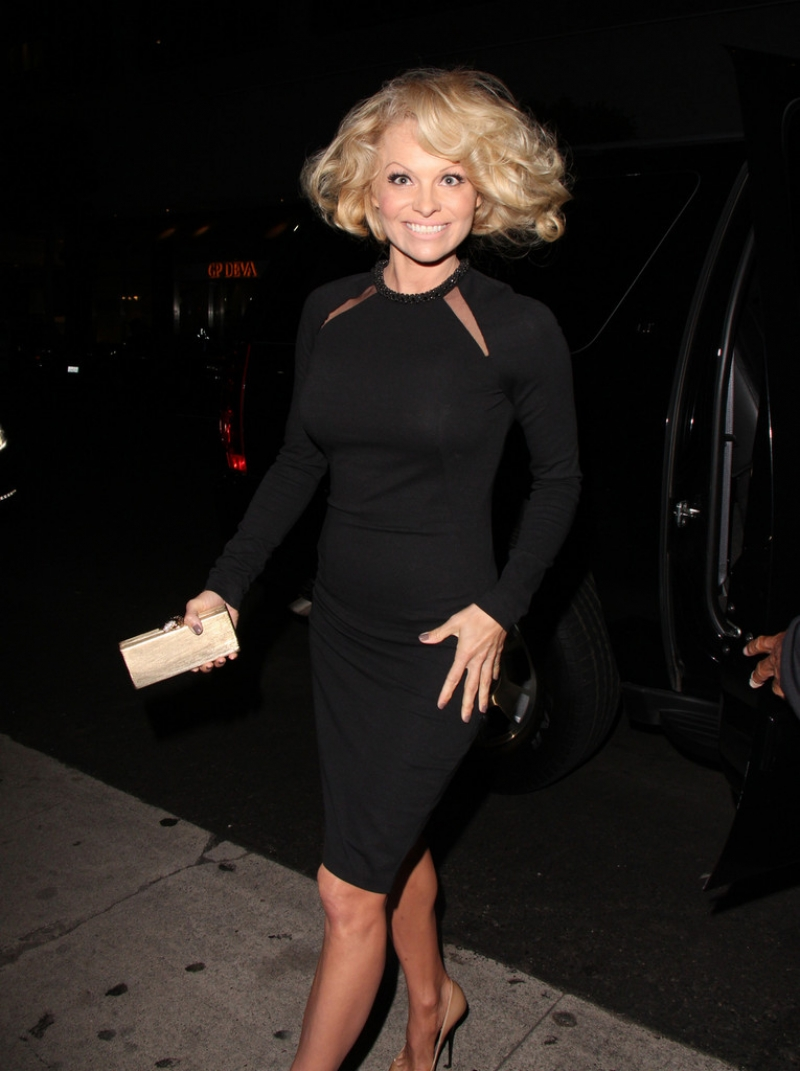 Pamela Anderson Enjoys a Night Out in NYC 42252