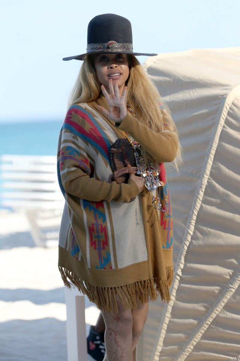 Erykah Badu Hits the Beach 42588