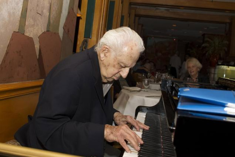 Irving Fields, 97, a pianist who helped give Liberace a start, is still playing 43315