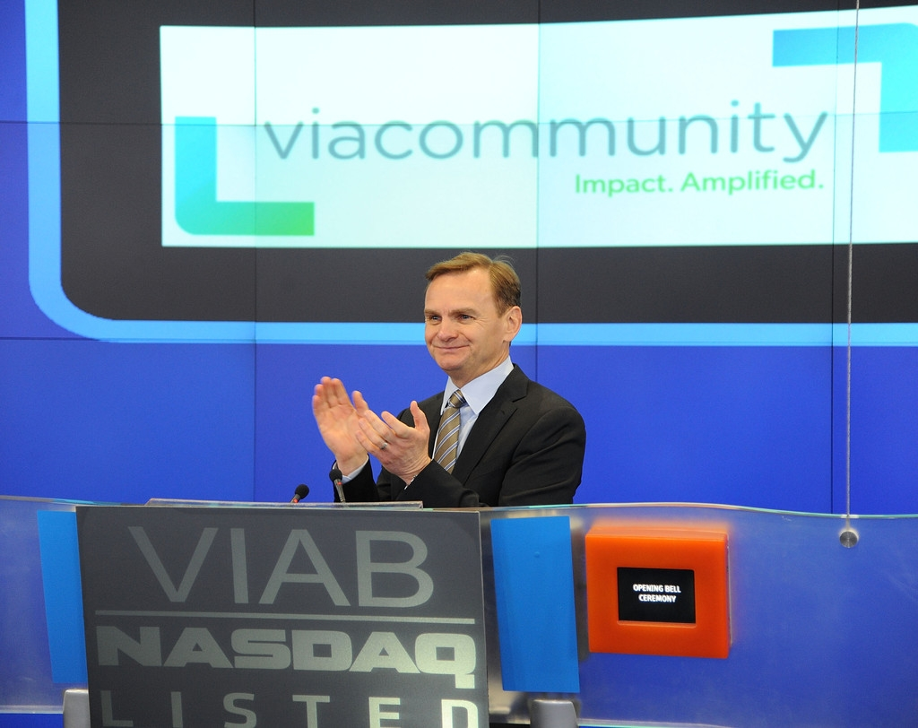 Viacom Rings the Stock Market Opening Bell  43333