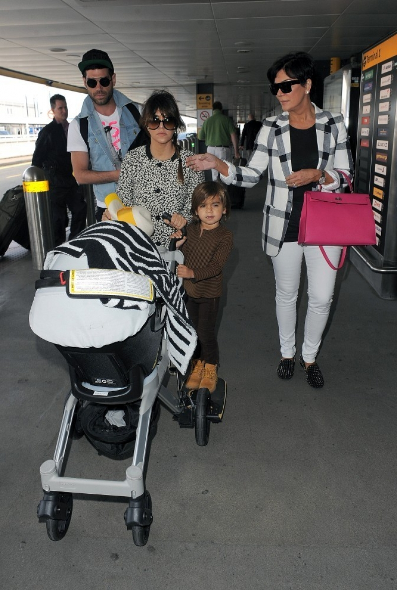 The Kardashians Prepare to Leave London 43766