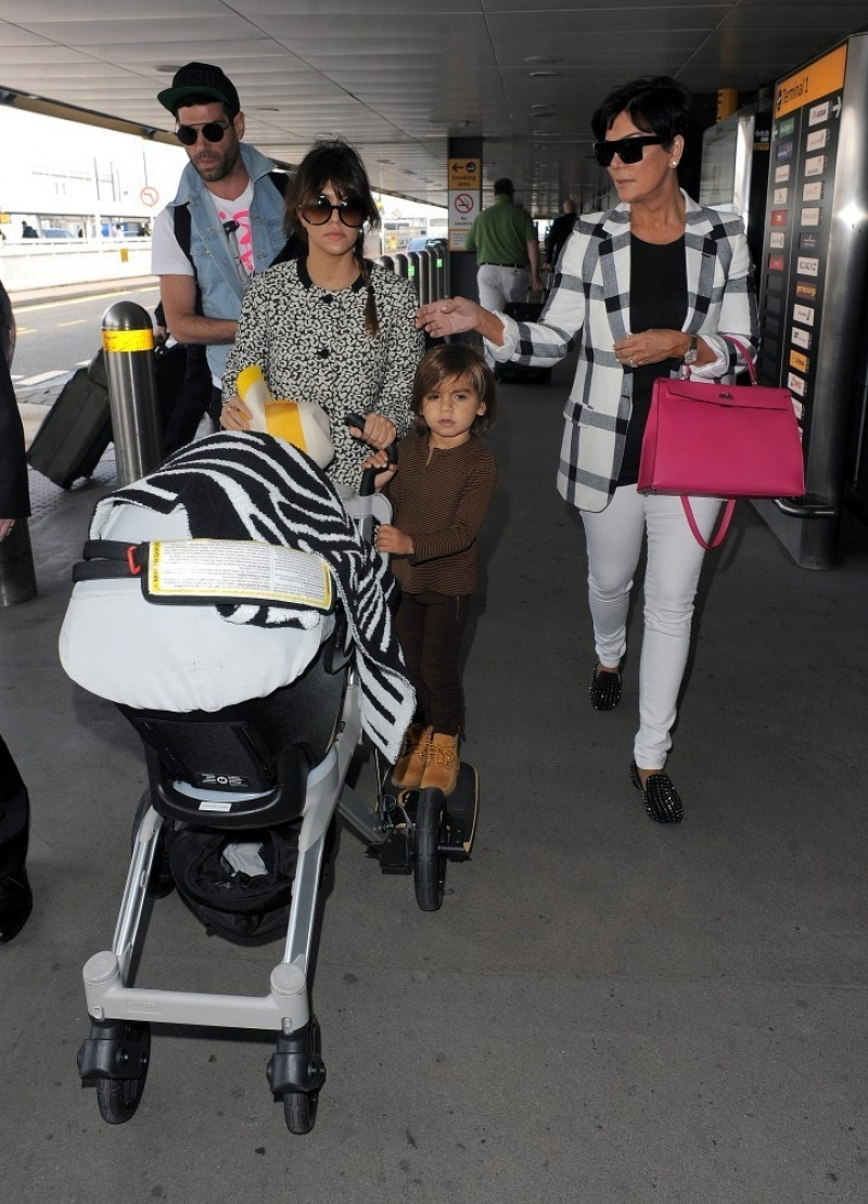 The Kardashians Prepare to Leave London 43768