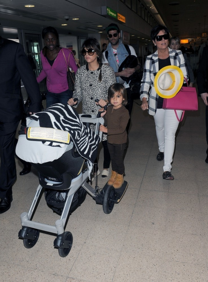 The Kardashians Prepare to Leave London 43804