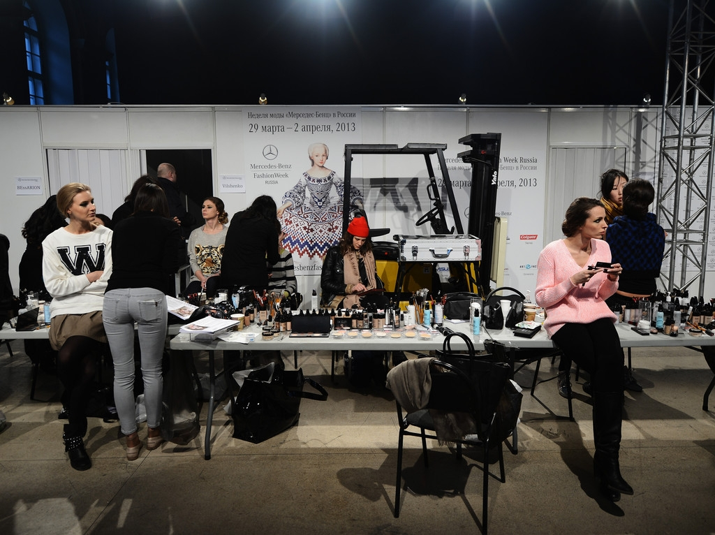 MBRFW: Backstage at Marina Makaron  43809