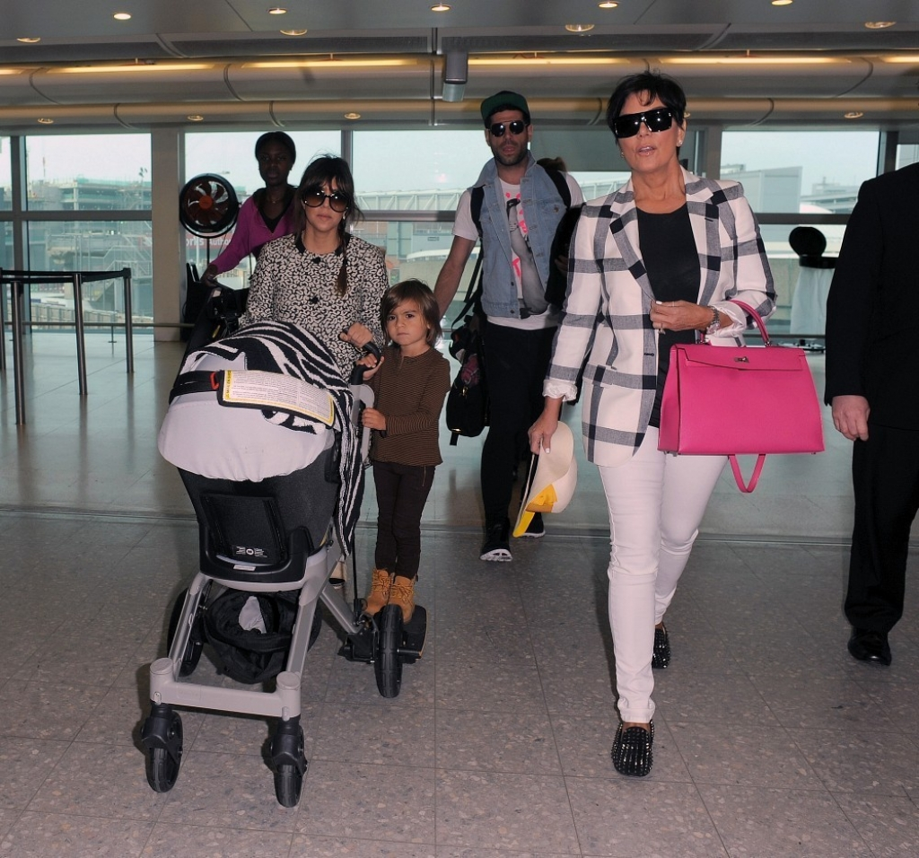 The Kardashians Prepare to Leave London 43867