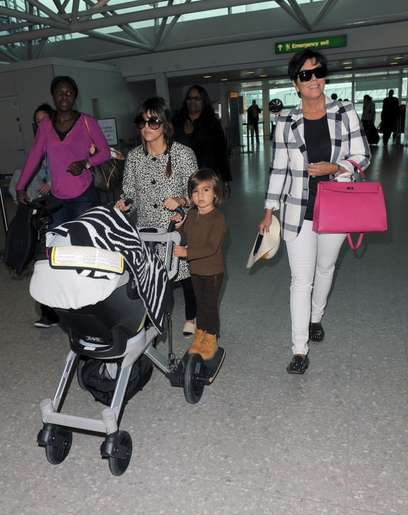 The Kardashians Prepare to Leave London 43894