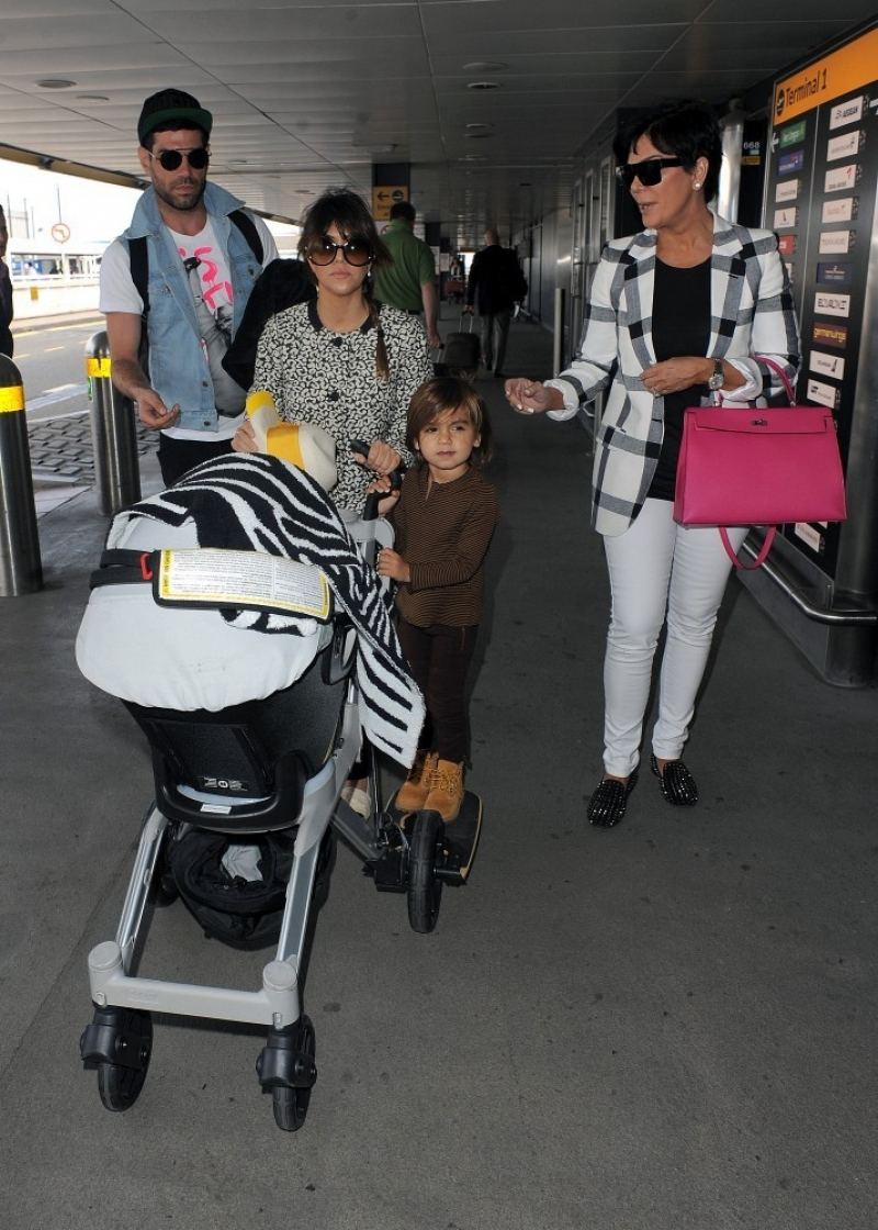 The Kardashians Prepare to Leave London 43937