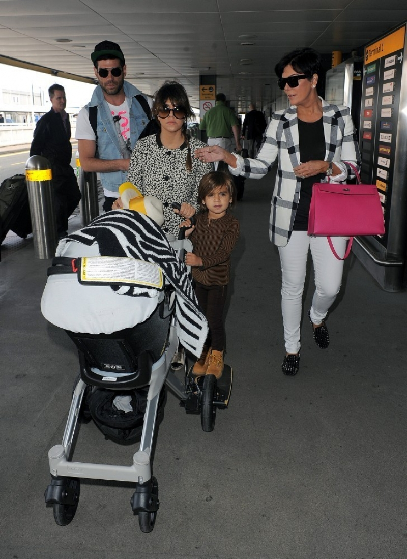 The Kardashians Prepare to Leave London 43948