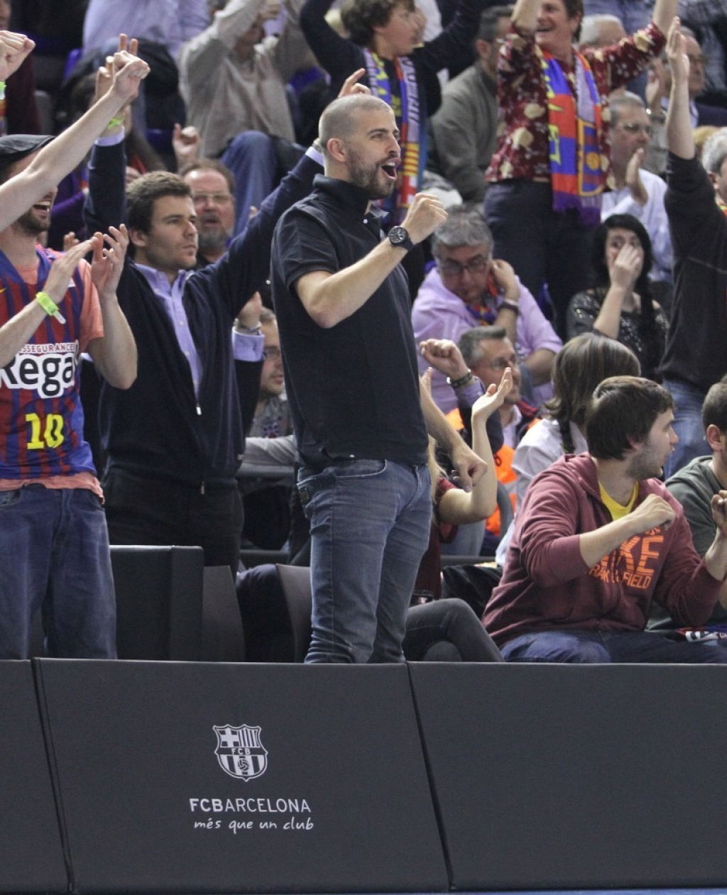 Shakira and Gerard Pique Watch a Game in Spain 44077