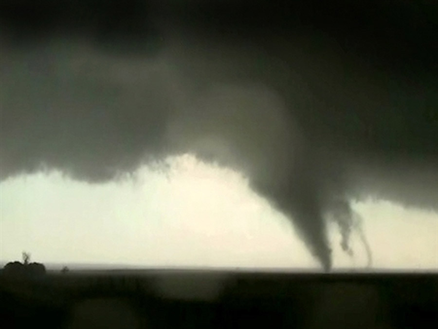 Woman, baby, three others killed as tornadoes hit Oklahoma City suburbs 44338