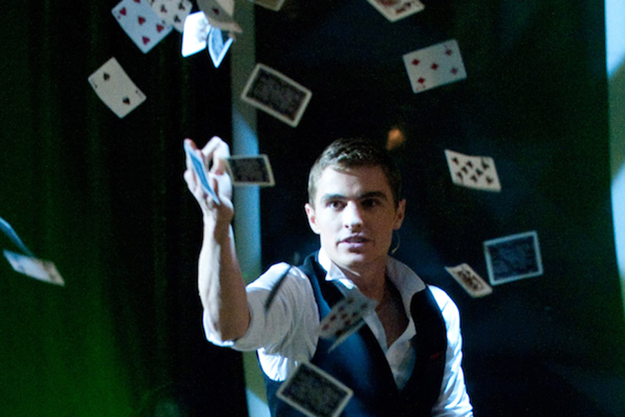 Now you see me is the story of four magicians - aka The Four Horsemen - who uses sleight of hand to pull off a complex theft. 44342