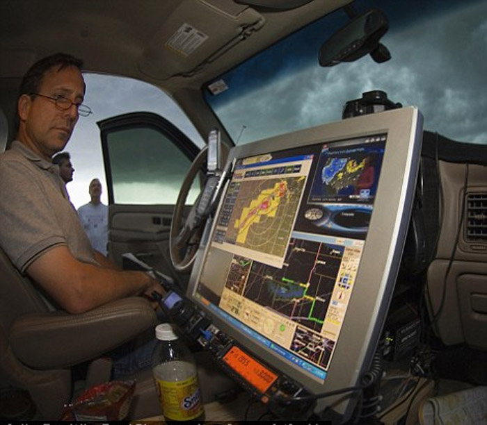 Research tornado tracking radar Tim Samaras (left). 44353