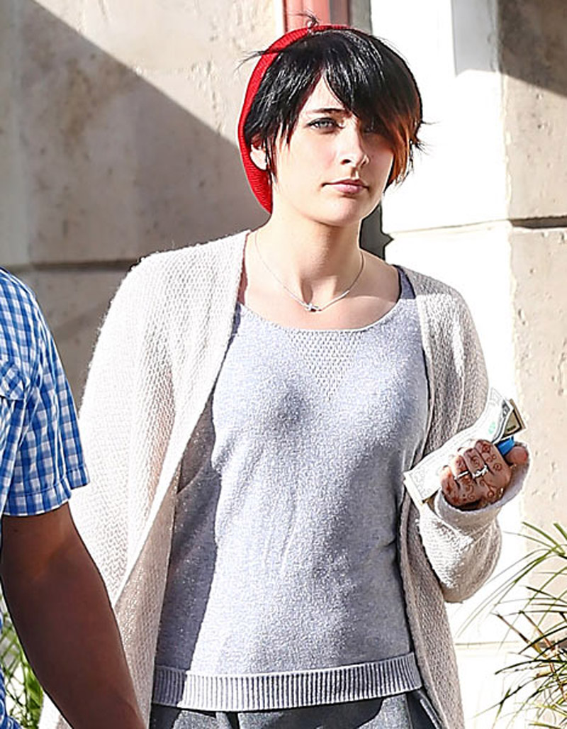 Paris Jackson Left Suicide Note, Cut Herself With Kitchen Knife, Overdosed on Motrin 44393