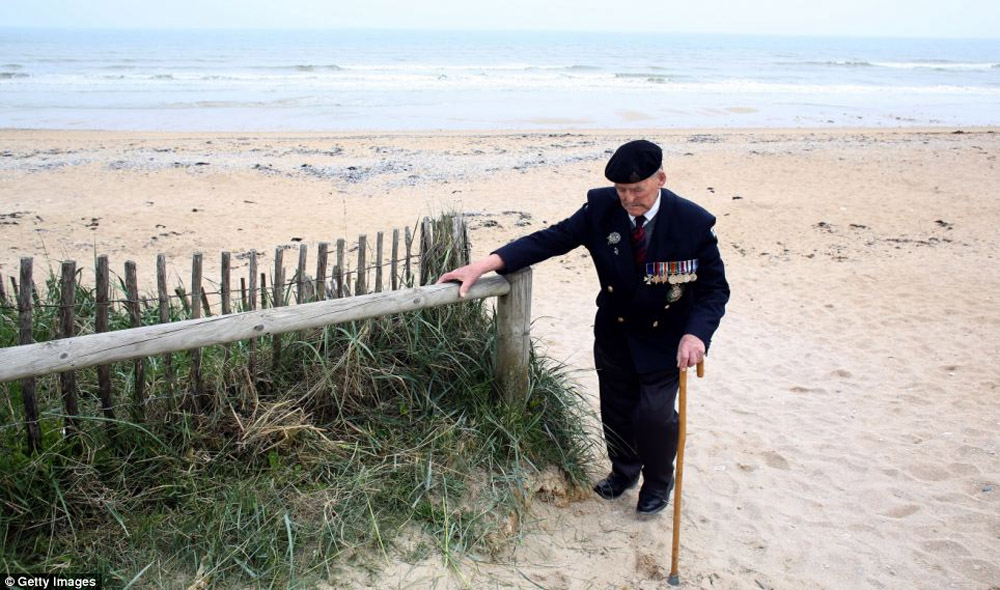 Back on the beaches one final time: D-Day heroes return to Normandy to mark the 69th anniversary of the landings 44439