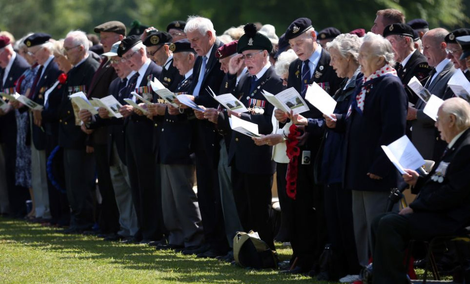 In emotional scenes, several hundred veterans, many proudly wearing their old uniforms decorated with medals, gathered to lay wreaths and remember fallen comrades. 44442