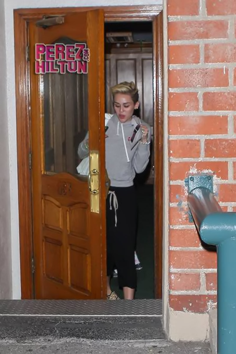Miley Cyrus Pays A Late Night Visit To Her Doctor — But Why?! 44541