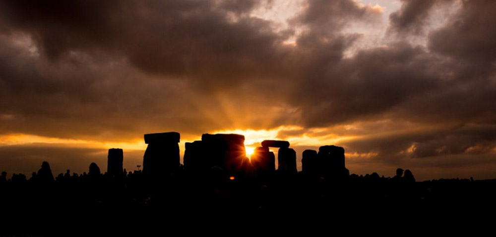 Revellers rise at dawn to celebrate the solstice with drumming and dancing 44571