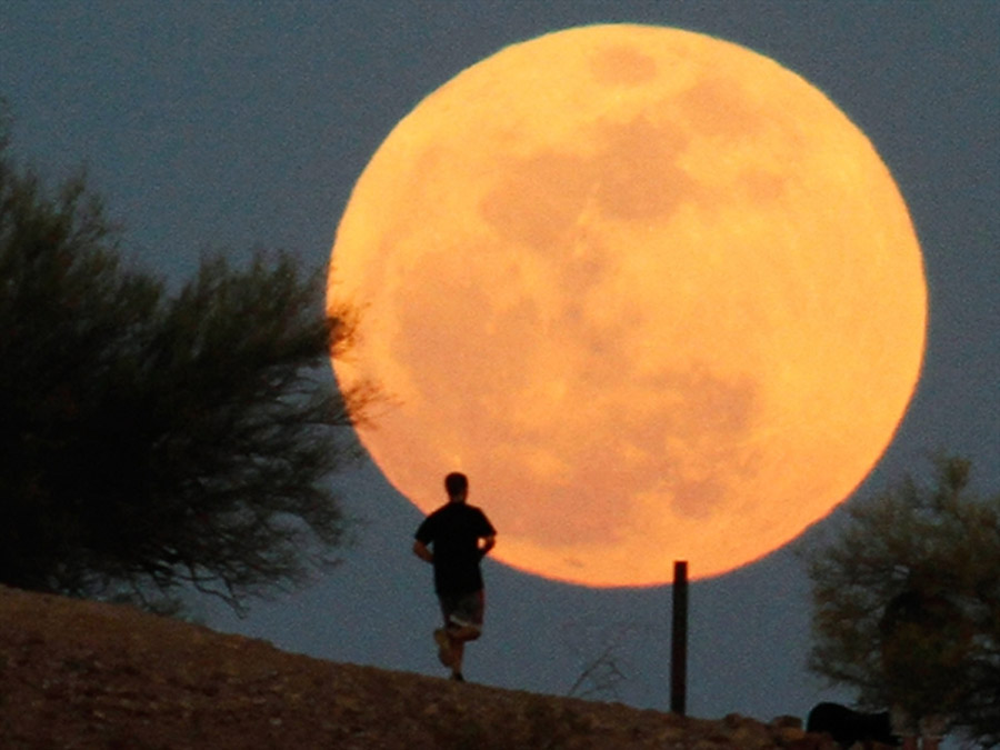 Happy Supermoon! Celebrate lunar largeness as a planetary holiday 44577