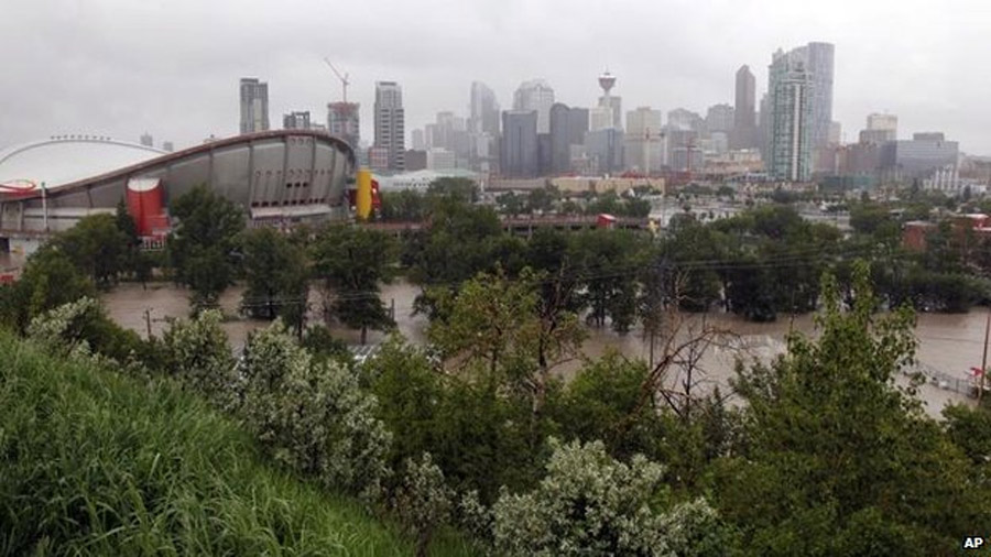 Canada floods: Three killed as waters threaten Calgary 44583