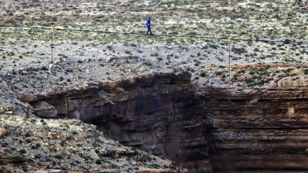 High-Wire Artist Nik Wallenda Walks Across Arizona Gorge 44589